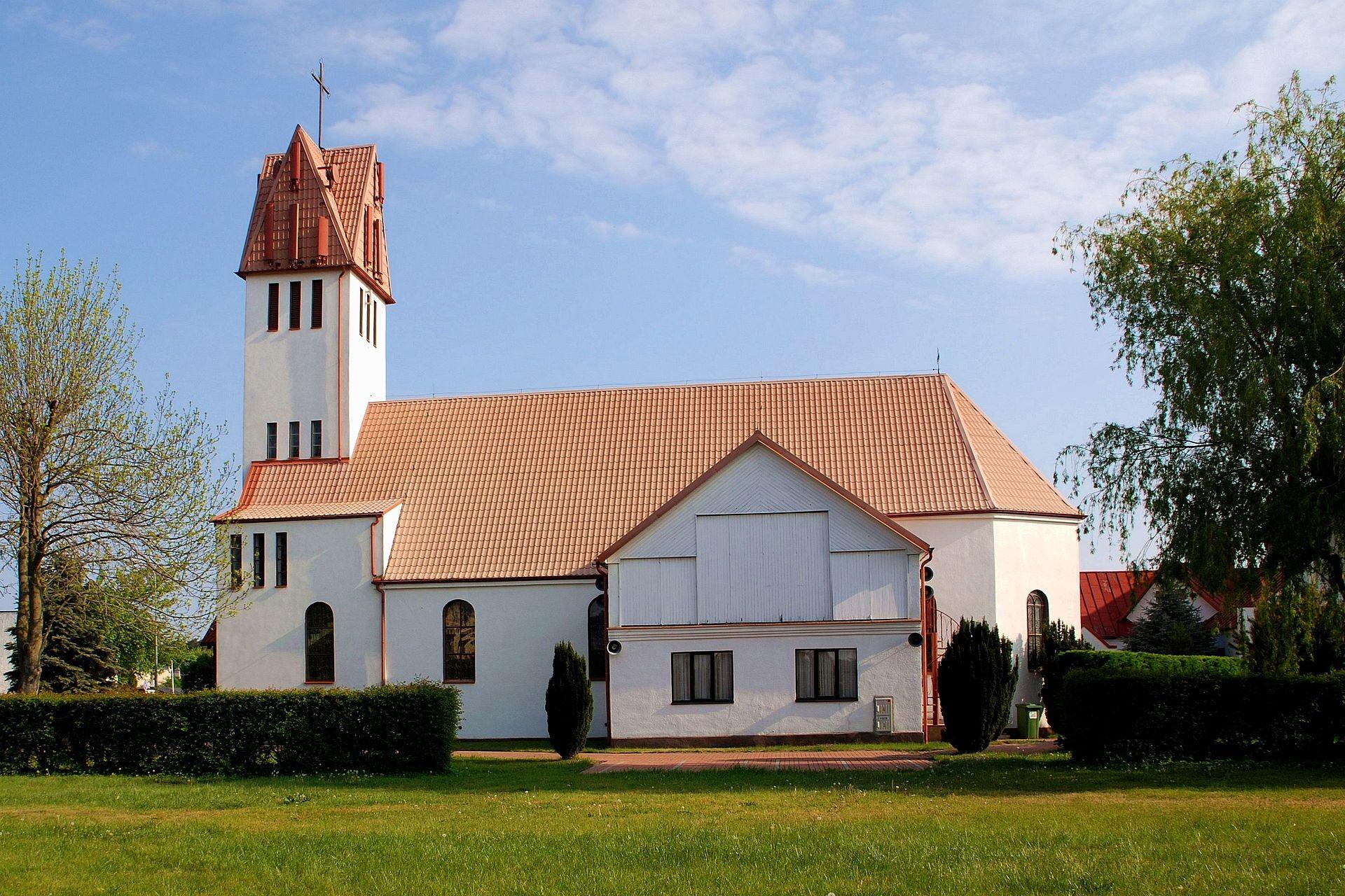Karwia, Kosciol Parafialny